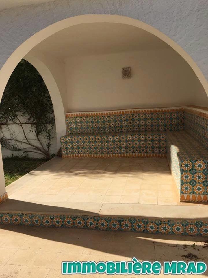 A vendre une belle villa s+3 à rond point sultan hammamet