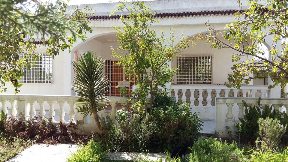 A vendre une villa à l'ariana, ennkhilette, 300 mètres de rond point l'escale