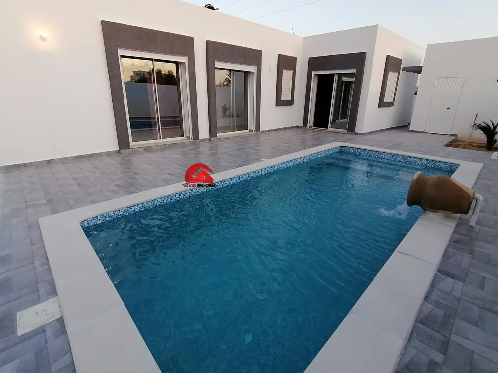 Location maison avec piscine privée a houmt souk djerba