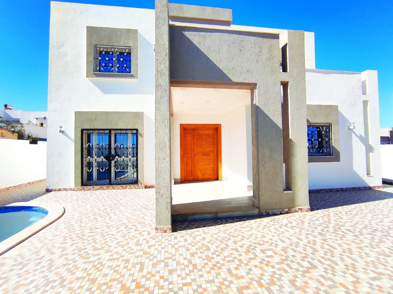 Maison 11 pièces avec piscine et garage vue mer