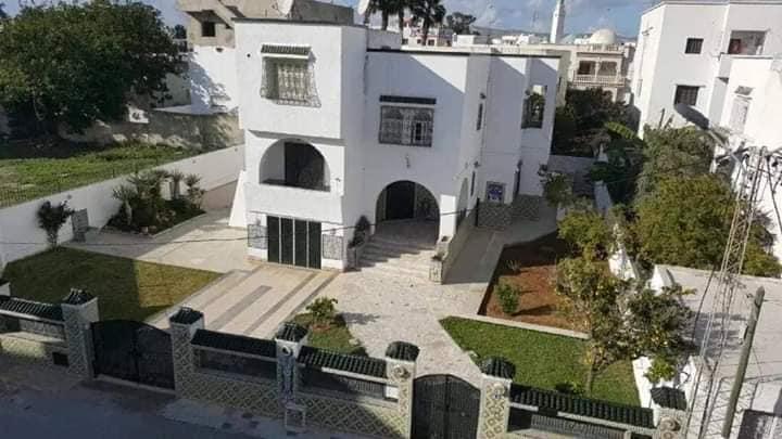 للبيع فيلا كبيرة موجودة بحي الضباط خزندار