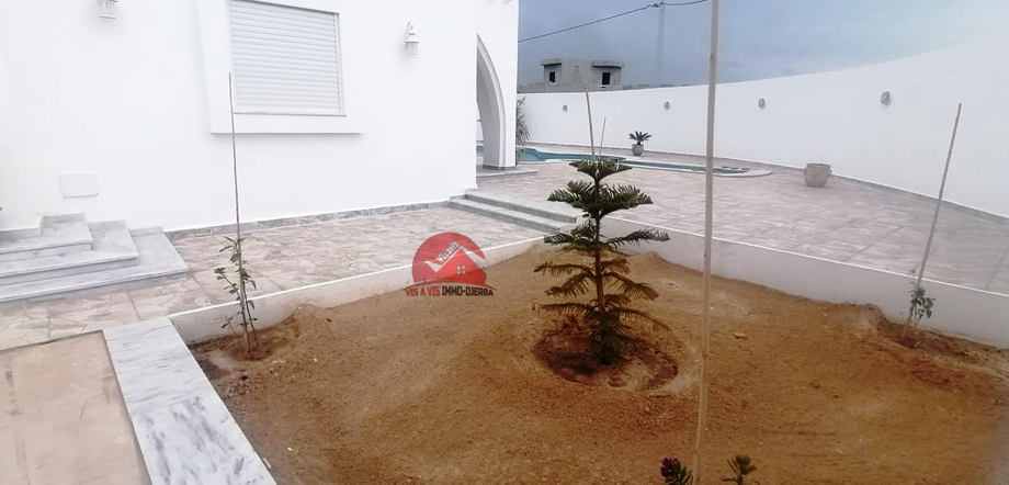 A vendre une villa neuve de standing avec piscine a midoun djerba