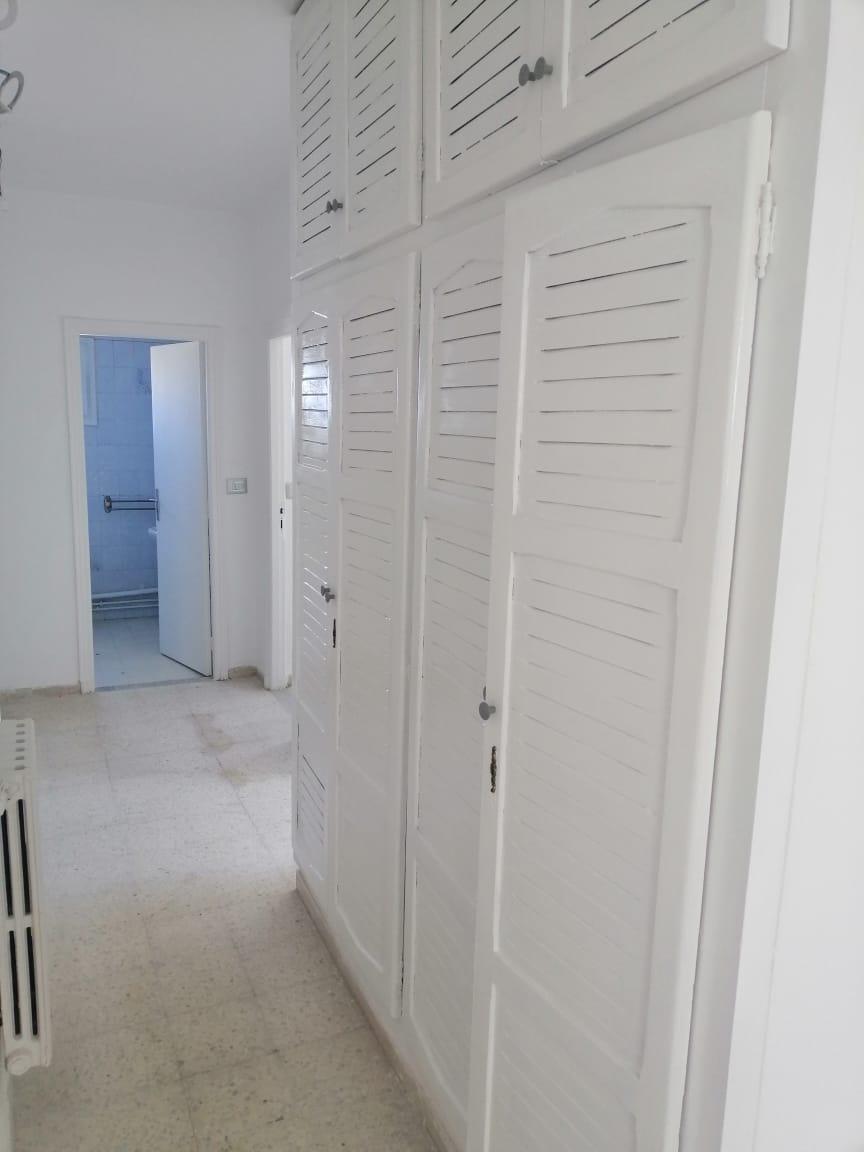 Location d'un appartement s+4 à el manar 1 entièrement renové