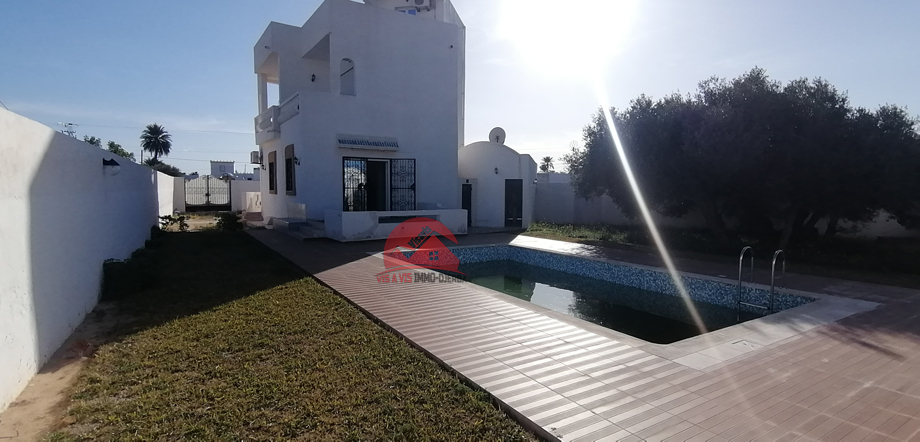 Location annuelle d une villa meublees avec piscine a tezdaine djerba