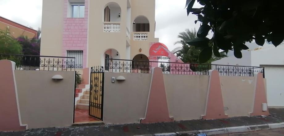 A vendre une villa avec piscine a la zone touristique djerba