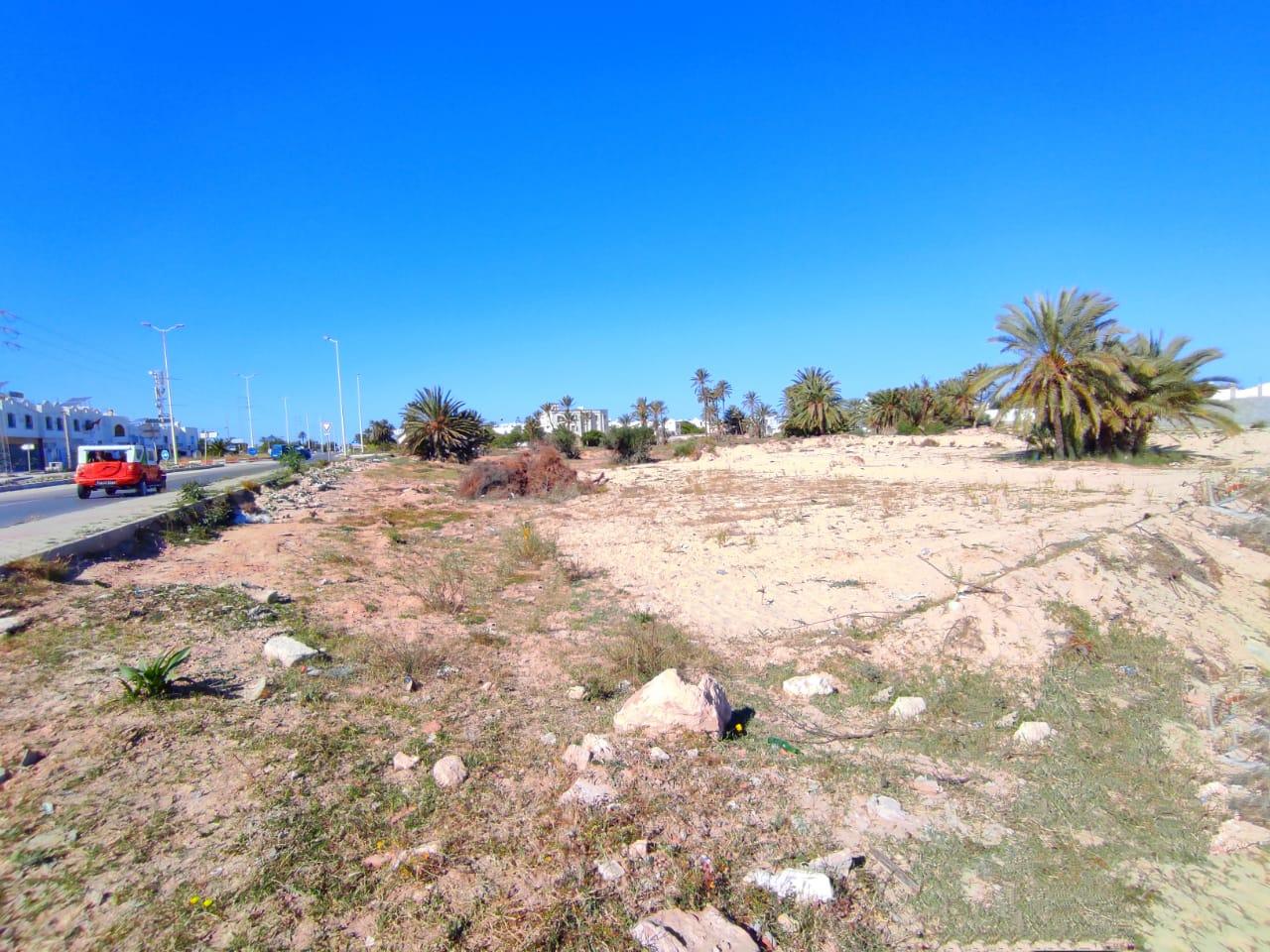 Unique terrain première position en zone urbaine touristique idéal pour investissement de haute rent