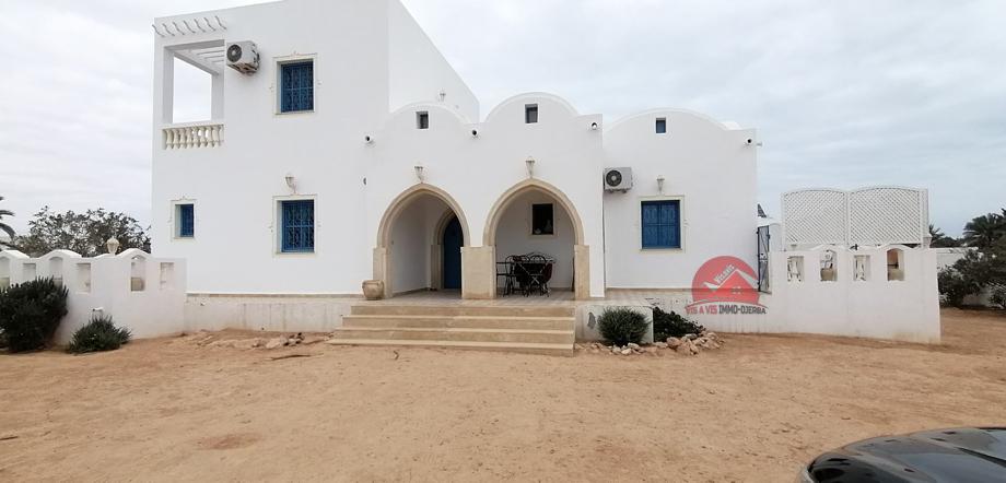 A vendre une belle villa avec un grand terrain a tezdaine djerba
