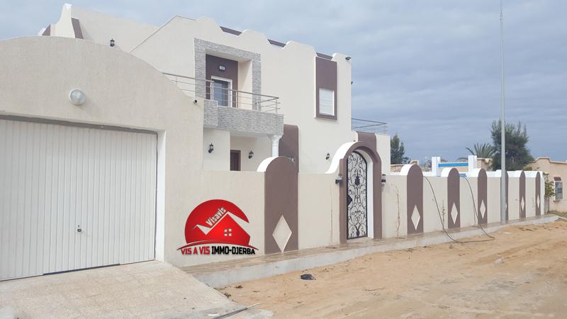 A vendre une villa neuve avec piscine a la zone touristique djerba